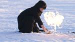 Un niño enciende metano enterrado en el permafrost