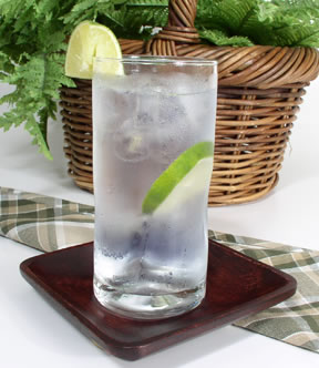 Favorite foods/drinks - Page 3 Gin_tonic2