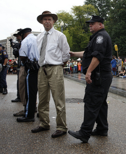 James Hansen, detenido