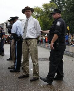 James Hansen, detenido